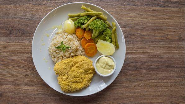 продукты на блюде